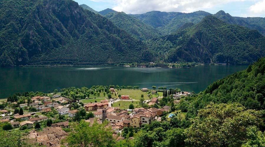 Udsigt over Idrosøen i Italien